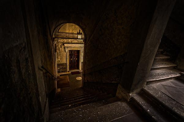 Do not open that door di Mariano Romani