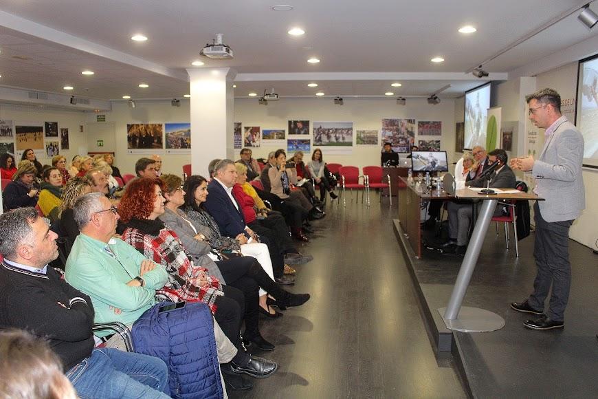 Zigor Aldama, Premio Internacional Colombine, dirigiendo unas palabras a los asistentes.