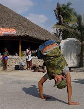 Photo: street performance, cuba. Tracey Eaton photo