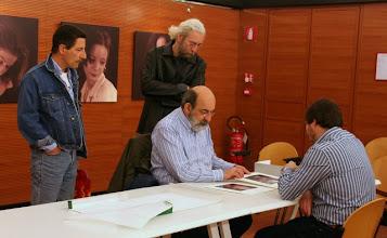 Photo: Paolo CARTAGINE legge il portfolio di Marko VOGRIC