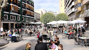 Las terrazas de la Plaza Marqués de Heredia se llenó de almerienses.