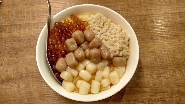 永和樂華夜市 阿爸的芋圓  蔗片冰~~ 還在吃傳統的雪花冰嗎??? 快跟上潮流吧!!
