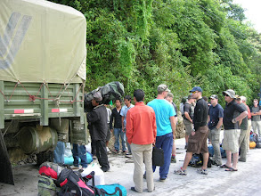 Photo: Loading a truck on the Chinese border
