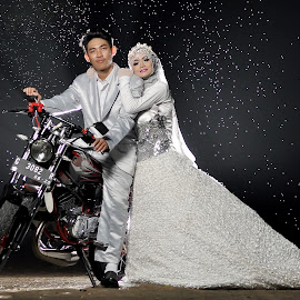 Rain by Ari Ahmad - Wedding Bride ( bride, motorcycle, rain, prewedding, strobist,  )