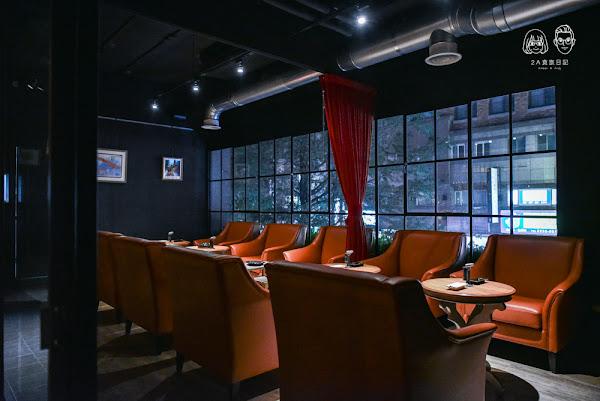 對面Duei Mien:台中西區美食-隱身在二樓的迷幻高格調中式餐酒館,主打來自世界各國的威士忌,另有提供雪茄室!