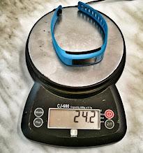 Photo: Vívofit na váze. Měřená váha byla o něco menší jak oficiální (25,5 g.)