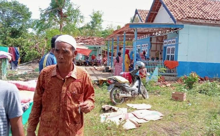Dinsos P3A Bersama Tagana Sampang Lakukan Pendataan Dan Assessment Korban Angin Puting Beliung Di Desa Sejati