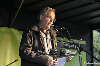 Photo: Dieter Reicherter berichtet über den Stand des Wasserwerferprozesses