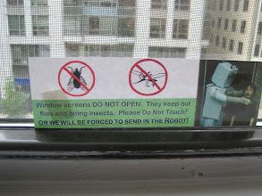 Photo: Ne nyisd ki a szúnyoghálót, mert bejönnek a bogarak. Ha mégis birizgálod, beküldjük a robotot!