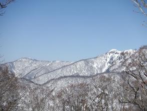 左奥に大滝山(電波反射板が見える)