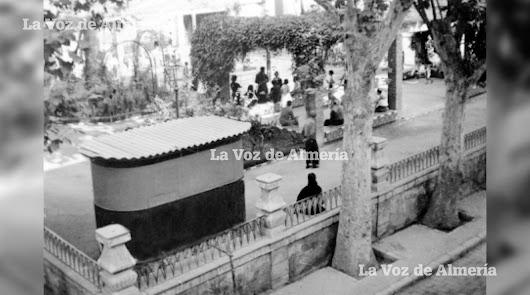 El kiosco que existió en la Glorieta de San Pedro se convirtió en una biblioteca popular controlada por la Iglesia.