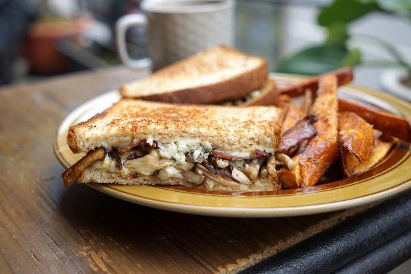 最有天母味道的隱藏版早午餐店 Sprout 初芽 #愛上大自然採光與天然的美食 #限量假日鬆餅