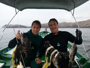 Photo: Roberto y Dino Vanucci en Pucusana con buenas cabrillas y pintachas