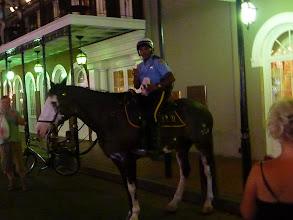 Photo: Pour faire reigner l'ordre dans Bourbon Street