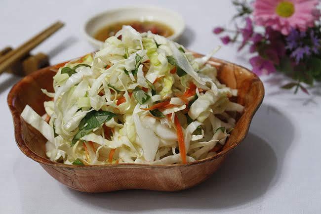 Tự làm dưa bắp cải muối chua giòn thơm, không bị đóng váng