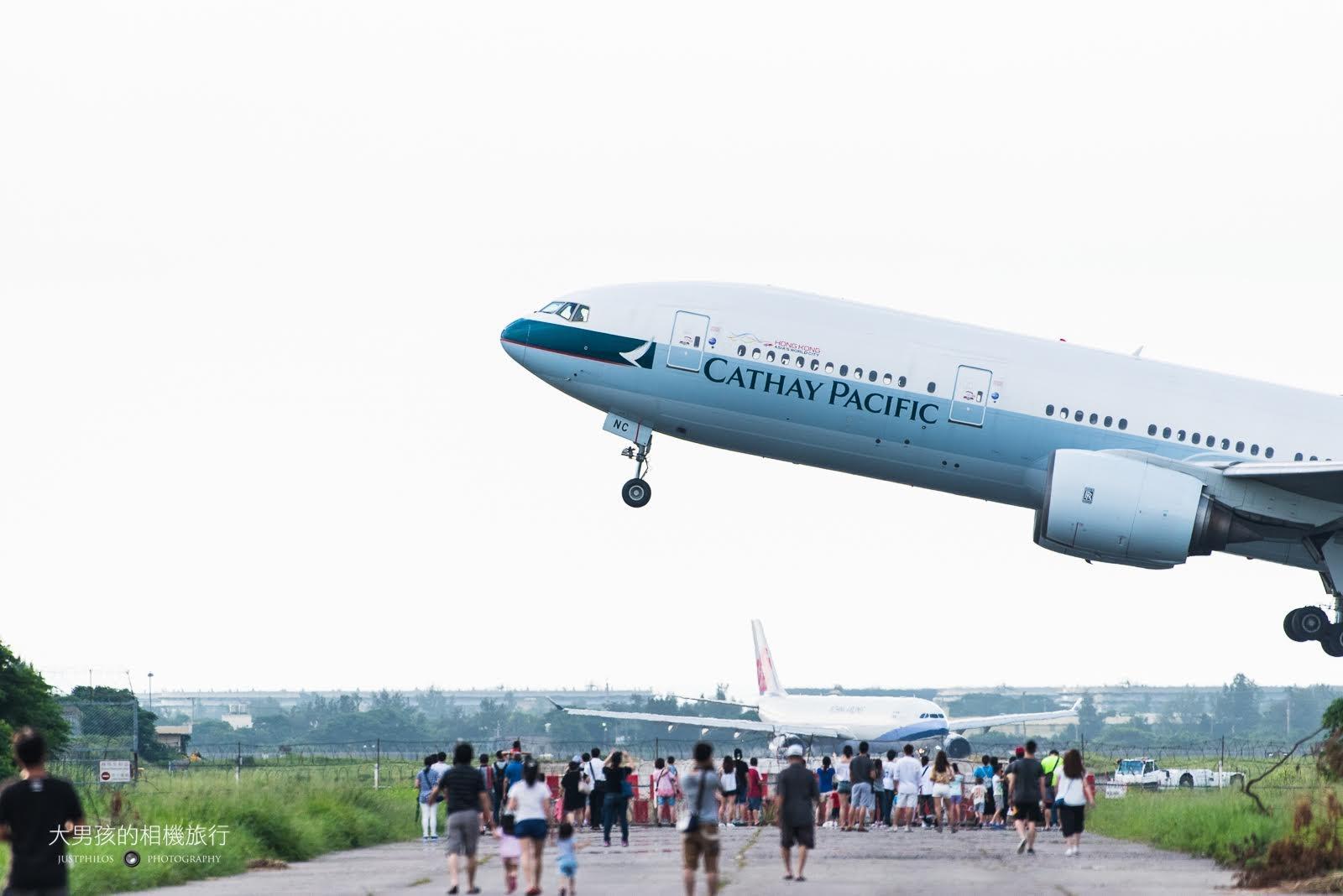 桃園機場戰備聯絡道拍飛機。