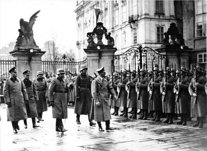 Адольф Гітлер на Празькому Граді, березень 1939 року
