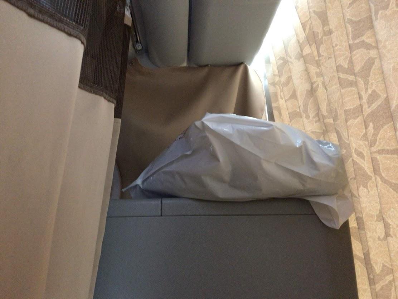 こんな「高速バスのトイレ脇のシート」でした。