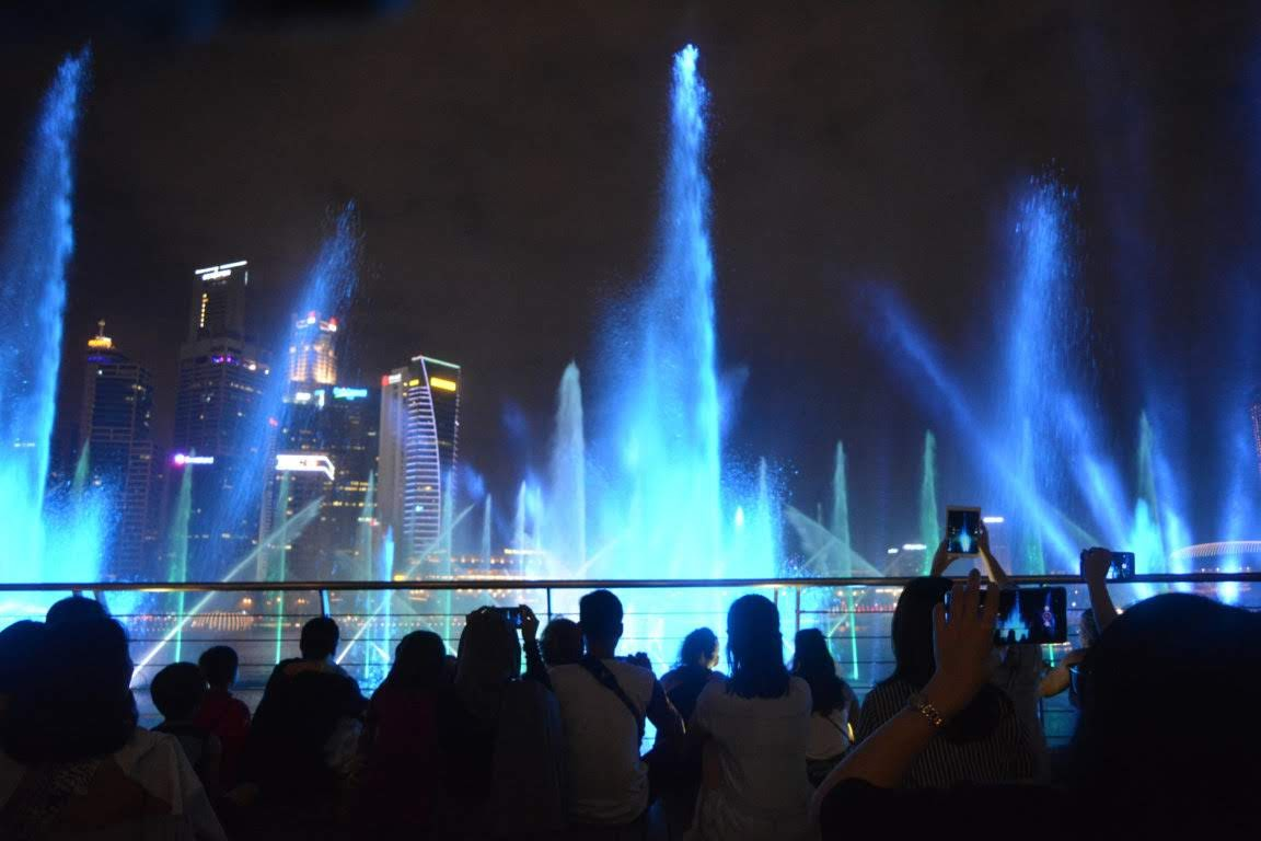 Pertunjukkan Spectra - A Light and Water Show