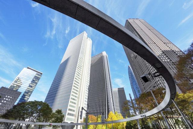 屋外, 建物, 座る, フロント が含まれている画像  自動的に生成された説明