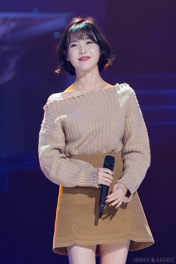 IU sweater 35