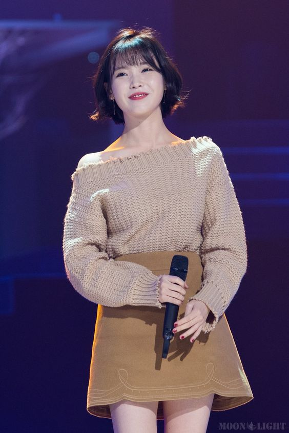 IU sweater 35