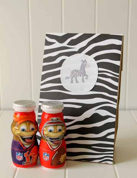 DIY Safari-Themed Lunch Bags - like this cute Zebra one - are great for packing up your lunch or snacks for a backyard safari adventure