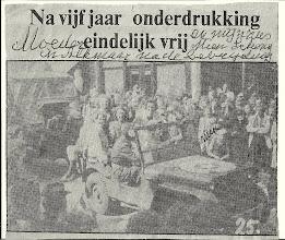 Photo: Mijn grootmoeder rechts met het zwarte hoedje op, samen met haar dochter Mien stonden ze met deze foto in de krant. Nog nooit uit Egmond te zijn geweest moesten ze evacueren van Egmond naar Alkmaar, ze hebben in die periode aan de Koningsweg gewoond. Dolblij waren ze dat ze naar  Egmond konden terug keren na de bevrijding.