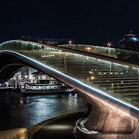 la scala di Vetro sul ponte di Calatrava di