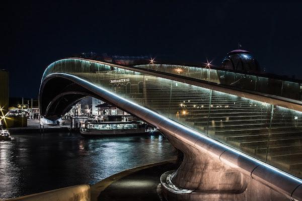 la scala di Vetro sul ponte di Calatrava di utente cancellato