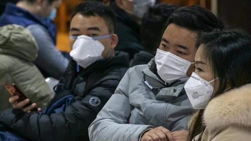 Imagen de ciudadanos chinos con mascarillas.