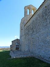 Photo: porta d'accés al què era l'església vella