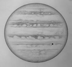 Photo: Jupiter le 10 avril 2017. Dessinée de 1h30 (haut du dessin) à 2h30 HL (bas du dessin).  W2=91° pour SEB. T406 à 350X en bino. Europe et son ombre transitent devant le globe jovien. Bon seeing.