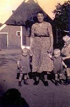Photo: Femmechien Enting met Jannie, Jan en Lute
