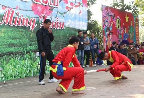 Đền Đuổm nô nức lễ hội 4
