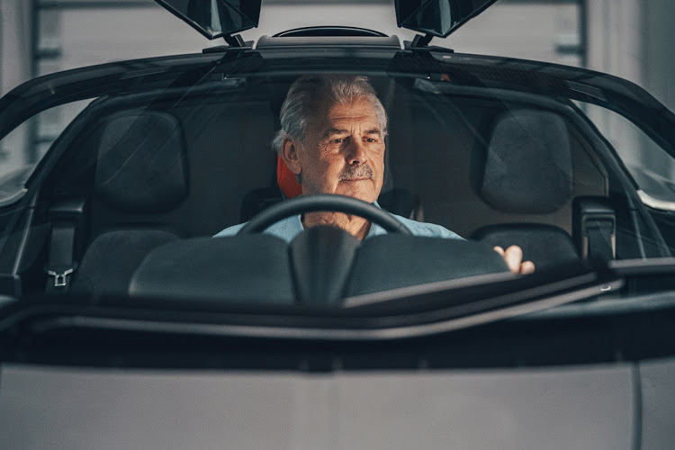 Gordon Murray displays the T.50's central driving position.