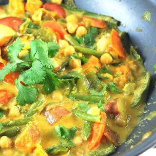Easy Vegetable Curry With Chickpeas.