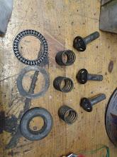 Photo: Estas son las partes de los pistones que acciona el motor de la bomba, con el rodamiento.