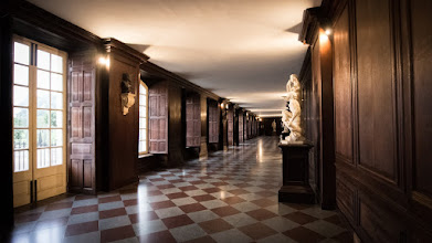 Photo: Corridor statues, Hampton Court