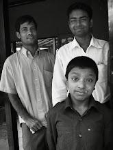 Photo: in Bangladesh なんもない田舎町で飛び込み宿泊した宿のスタッフたち なんもないとこなのに みょ〜に癒された やさしさに感謝