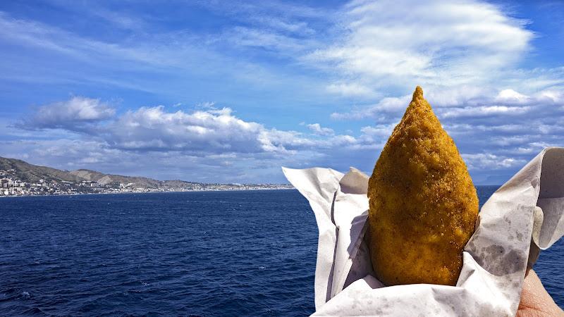Desiderare un arancino sognando la Sicilia di lugiube