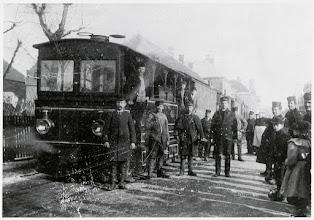 Photo: 1902 Tram van ZNSM met aantal werknemers waarvan de derde van links Heijdens is te Princenhagen aan de Dreef