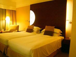 Photo: 002-Le Marina Mandarin à Singapour Les chambres sont vastes confortables avec une décoration très soignée.