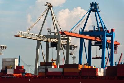 como exportar grúas puerto