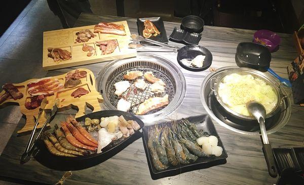 好客燒烤-信義店 | 海鮮燒肉吃到飽/858嚴選餐/燒烤+火鍋兩吃/高級食材任你吃/限定加購帝王蟹腳