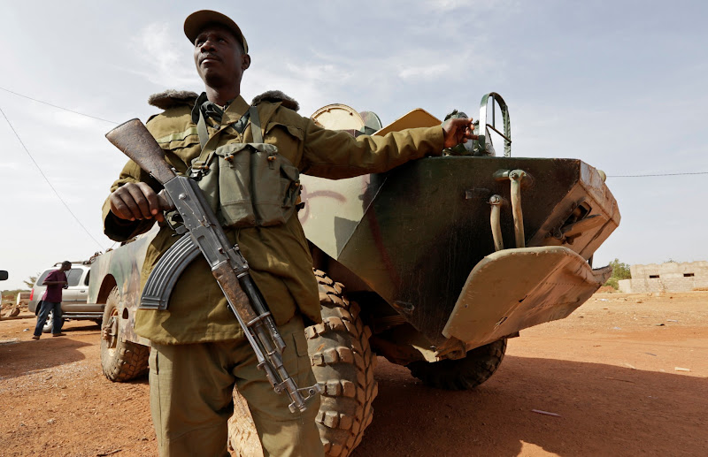 Photo: A Malian soldier stands guard near an armoured vehicle in the recently liberated town of Konna January 26, 2013.     REUTERS/Eric Gaillard (MALI - Tags: CIVIL UNREST CONFLICT MILITARY)