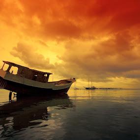 Stranded by Alit  Apriyana - Transportation Boats