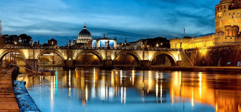 Ponte Sant' Angelo, Castel Sant' Angelo, St Peter's Basilica in the background, Rome di davide fantasia