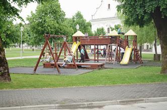 Photo: Mali Pinkleci na igri u parku u centru Ogulina