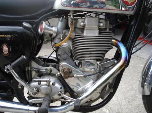 moteur-de-la-bsa-gold-star-presente-par-machines-et-moteurs-le-specialiste-des-triumph-bonneville-et-des-norton-commando